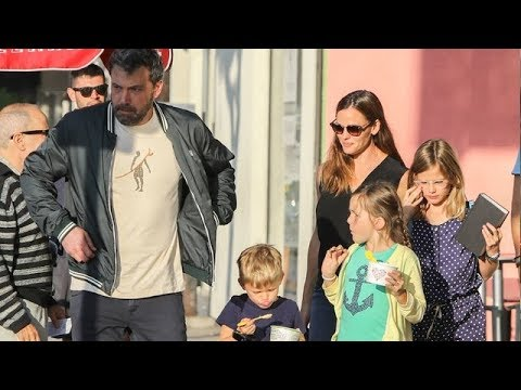 Ben Affleck And Jennifer Garner Reunite For Pizza Dinner!
