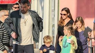 Ben Affleck And Jennifer Garner Reunite For Pizza Dinner!