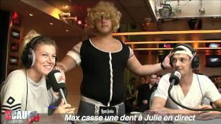 Max casse une dent à Julie en direct - C