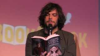 """Guglielmo scilla presenta il suo libro """"l'inganno della morte"""" al salone del di torino 2013."""
