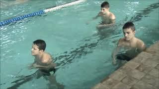 Тренировка в бассейне  . Плавание , удары в воде 5 1 20 г .