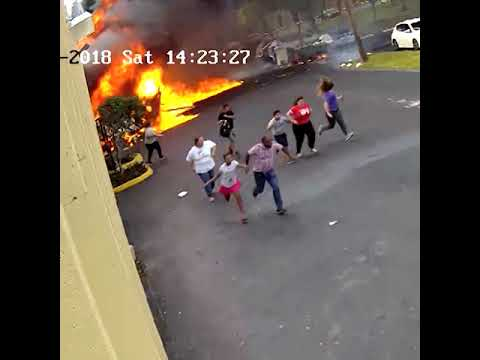 A plane crashed into a school for autistic children in the USA - Máy bay lao vào trường học ở Mỹ