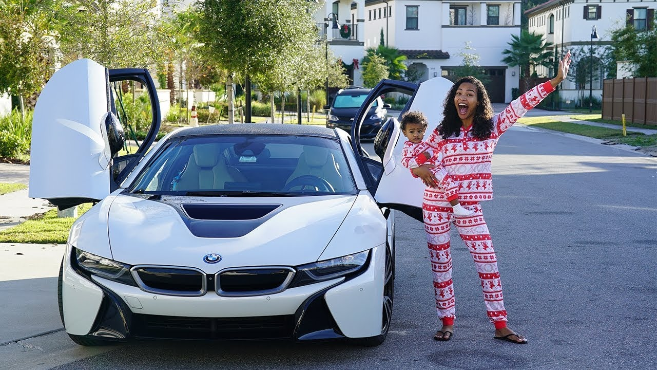 SURPRISING FIANCE WITH A BMW I8 FOR CHRISTMAS!!! (VERY EMOTIONAL)