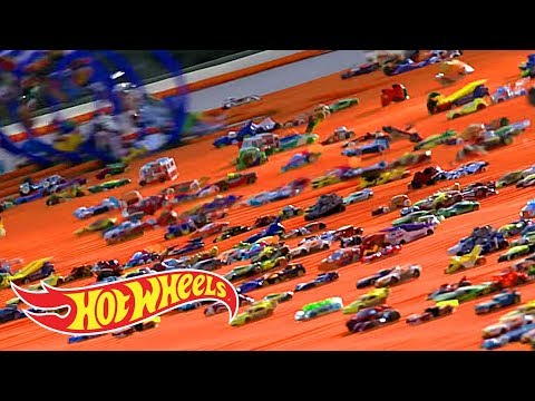 HOW WE SENT 500 CARS DOWN A GIANT RAMP | Hot Wheels Unlimited | Hot Wheels