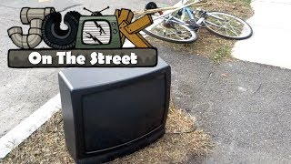 Zenith SY2568S CRT TV (and bicycle) - Junk on the Street