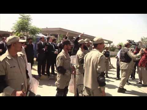 Pervez Musharraf flees arrest