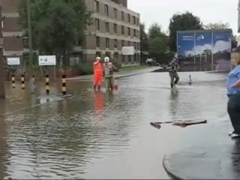 Glasgow Gorbals massive flooding after burst water pipe