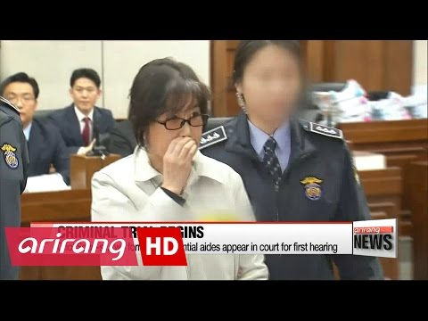 Choi Soon-sil and ex-presidential aides deny charges in first trial hearing