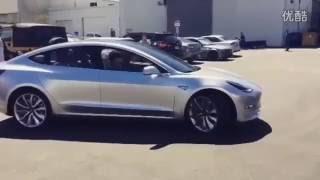 必看!Tesla特斯拉 Model 3 白天公众场合露面 高清