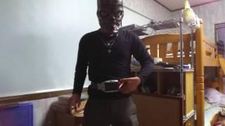 仮面ライダー龍騎に登場する、ライアの変身ポーズをしてみました。