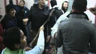 هجوم شرس على معلم القرآن من طرف الطلبة ( مزاح )  02-02-2011