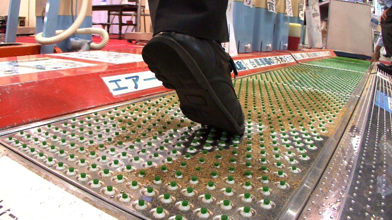 踏むだけで靴底のゴミを吸引してくれるエアー吸着マット Diginfo Youtube