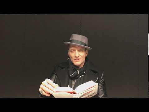 Bela B liest einen Satz aus »Schwere Knochen« von David Schalko