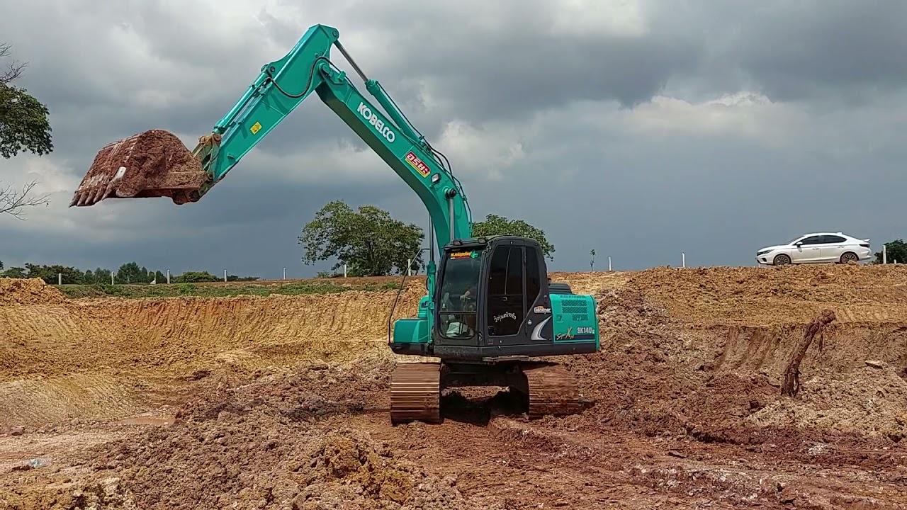รถแม็คโครตักดิน รถขุด โกเบลโก้ Excavator KOBELCO SK140 ขุดตักดินใส่รถหกล้อ Dump Trucks