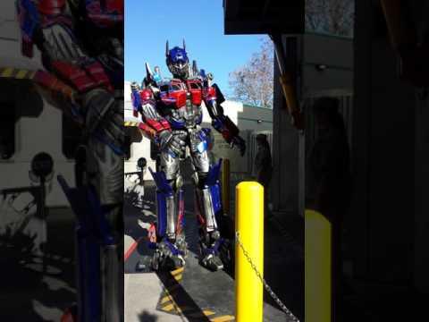 Universal studios Optimus Prime!!!