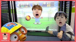 뽀로로 테마파크 키즈 카페 게임 대결 승자는 누구? ♡ 어린이 축구 그림 놀이 Kid Indoor Playground Fun Play | 말이야와아이들 MariAndKids