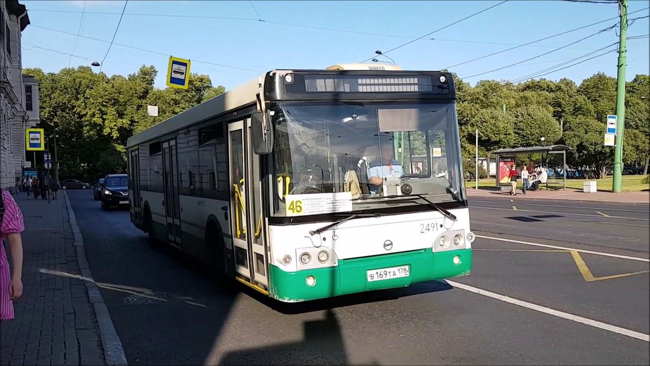 Busse, Straßenbahnen und Obusse von St. Petersburg Aug 2018