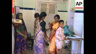 INDIA: BOMBAY: BURNS VICTIMS TREATED WITH POTATO SKINS
