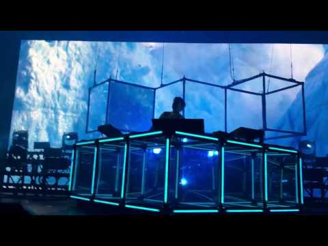 Flume - Take A Chance (Extended Tour Version), live in Berlin on 09.11.16