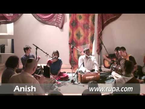 Bhajan @ Chi Yoga - Anish - Om Namo Bhagavate 2/5