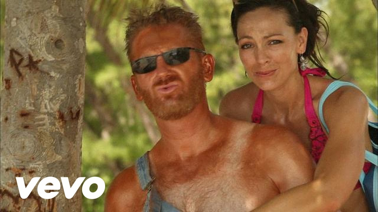 Joey + Rory - Let it Snow (Somewhere Else) - YouTube