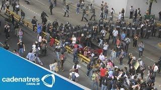 Resguardan granaderos la Bolsa Mexicana de Valores ante marcha de la CNTE
