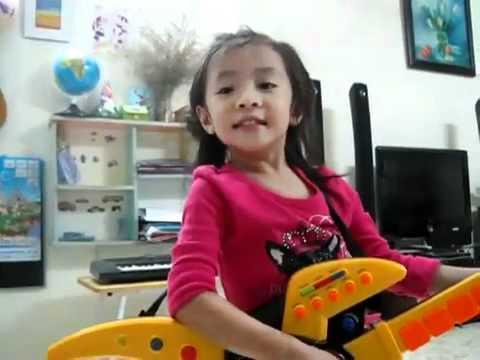 Trouble is a friend,Bé Gái 4 Tuổi Việt Nam