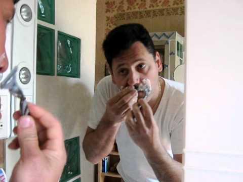 Taglio baffi