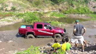 2004 Toyota Hilux 1KZ - Mudding in Jamaica