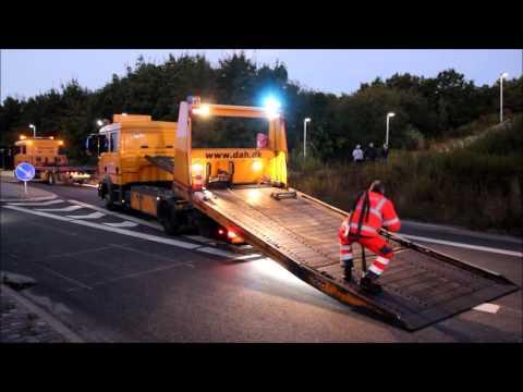 30.09.2015 Varevogn væltede om på siden, Lyngby