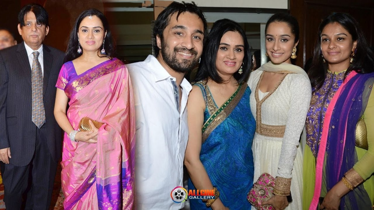 Actress Padmini Kolhapure Family Photos with Husband, Son ...