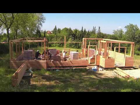 Montage d'une Maison Brikawood (HD 1080p) - Brikawood International