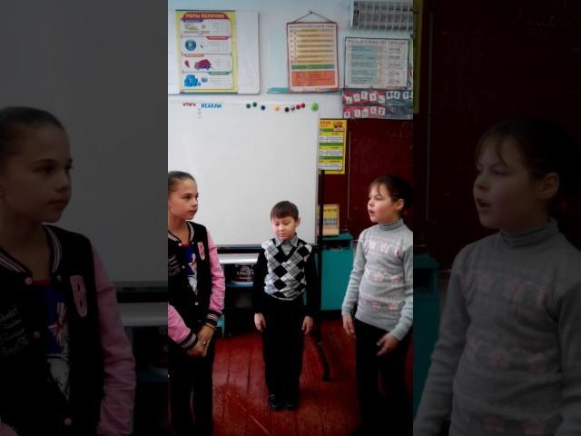 Изображение предпросмотра прочтения – «учащиеся 3,4 классов» читают произведение «Стрекоза и Муравей» И.А.Крылова