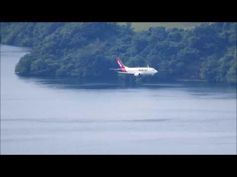 Pesawat NAM Air Landing di Bandara Sentani Jayapura Papua