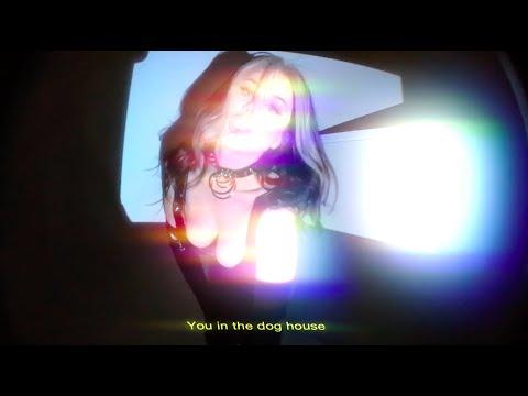 Смотреть клип Slayyyter - Dog House