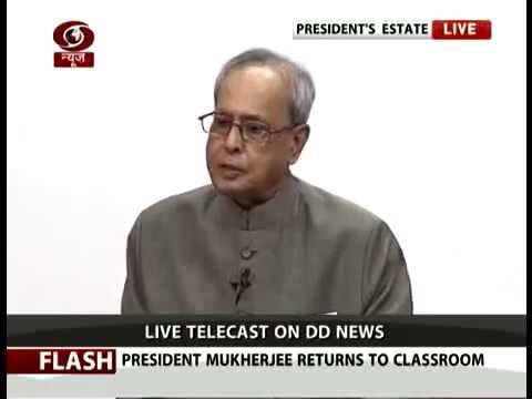 President Pranab Mukherjee teaches students on Teacher's day