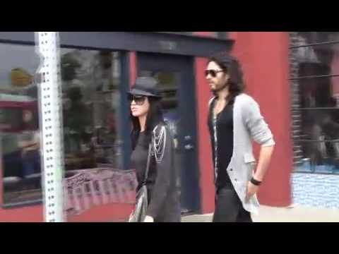 Katy Perry e Russell Brand em Sunset Boulevard - 17.01.2010