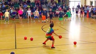 Ребенок Побеждает Команду в Игре Вышибалы за 30 Секунд...