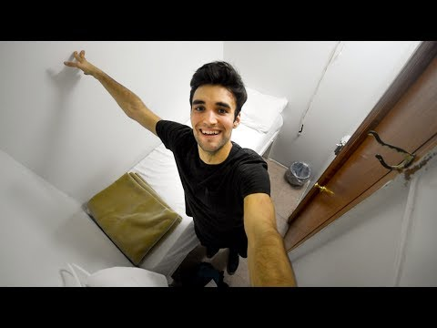 Living Cheap - Tiny NYC Hotel Tour ($30/night)!