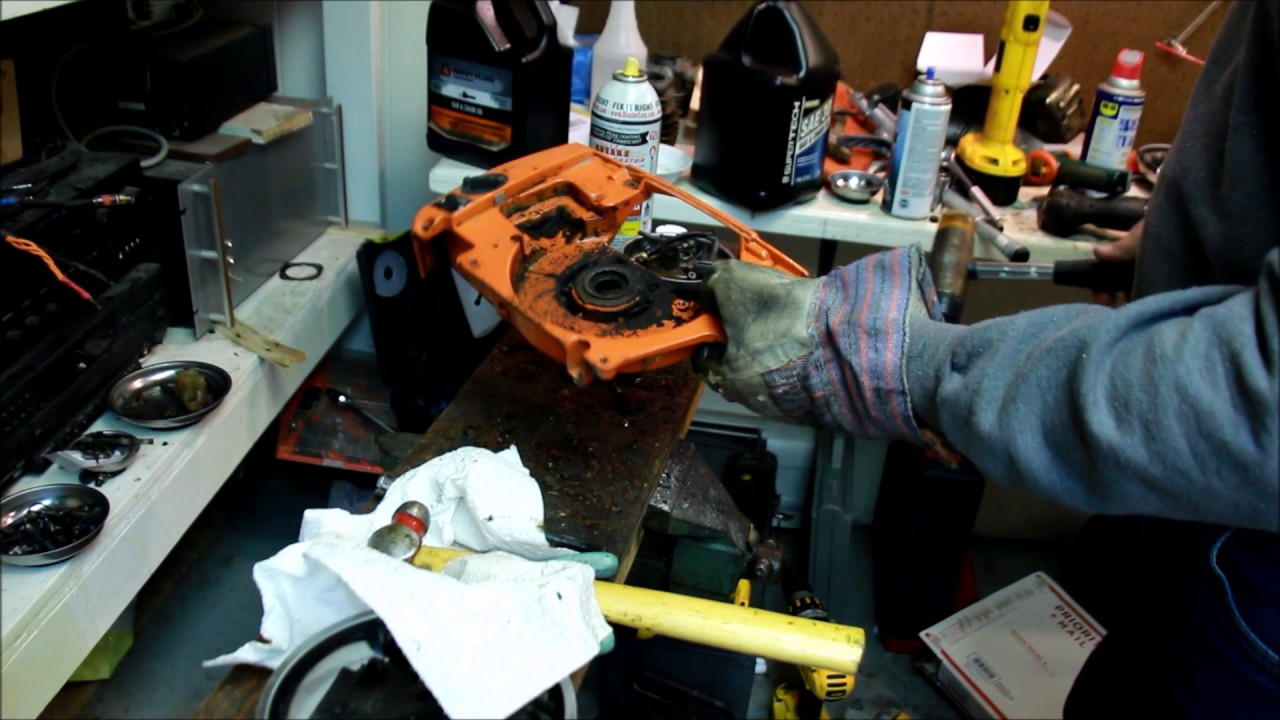 Husqvarna chainsaw, how to split a case without a case splitter on a 394xp