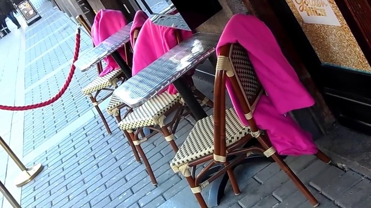 Mantas Rosadas En La Terraza De Un Restaurante Y Bar Youtube
