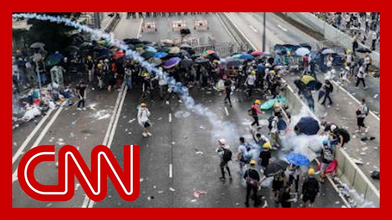 CNN:Police fire tear gas on crowds during Hong Kong protests