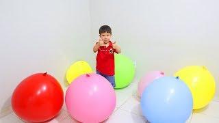 Rafael brincando e aprendendo as cores com Balões Gigantes e Coloridos