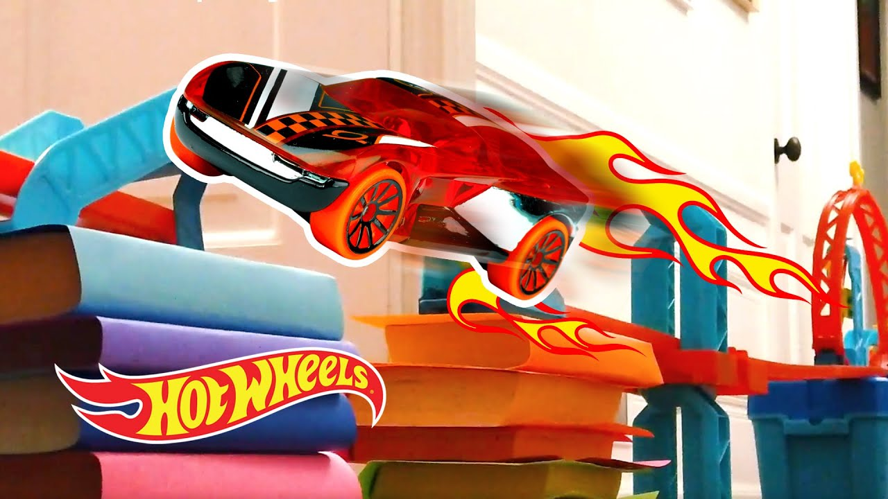 EPIC ABOVE GROUND TRACK CHALLENGE! | Labs Unlimited | @Hot Wheels