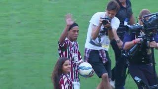 Роналдиньо завершает карьеру