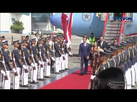 WATCH: Indonesian President Joko Widodo touches down at the Villamor Airbase in Pasay City