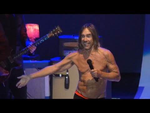 Iggy Pop invites crowd to fill up empty VIP seats [Live at Greek Theatre, Los Angeles - 28-04-2016]