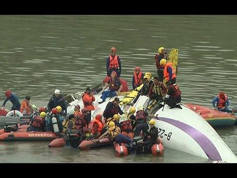 Rescue crews work to free passengers trapped in TransAsia ...