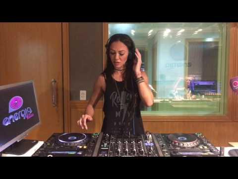DJ KARINE LARRÉ @ Radio Energia FM 97 /SP - Programa SheDJ