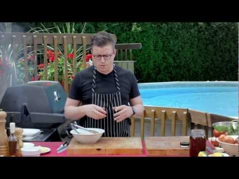quesadillas-de-poulet-bbq-et-vieux-cheddar,-salade-froide-de-haricots-et-concombres